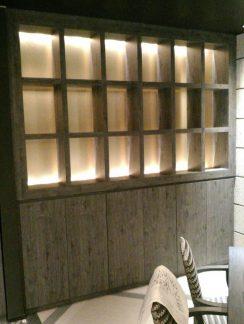 照明付き飾り棚